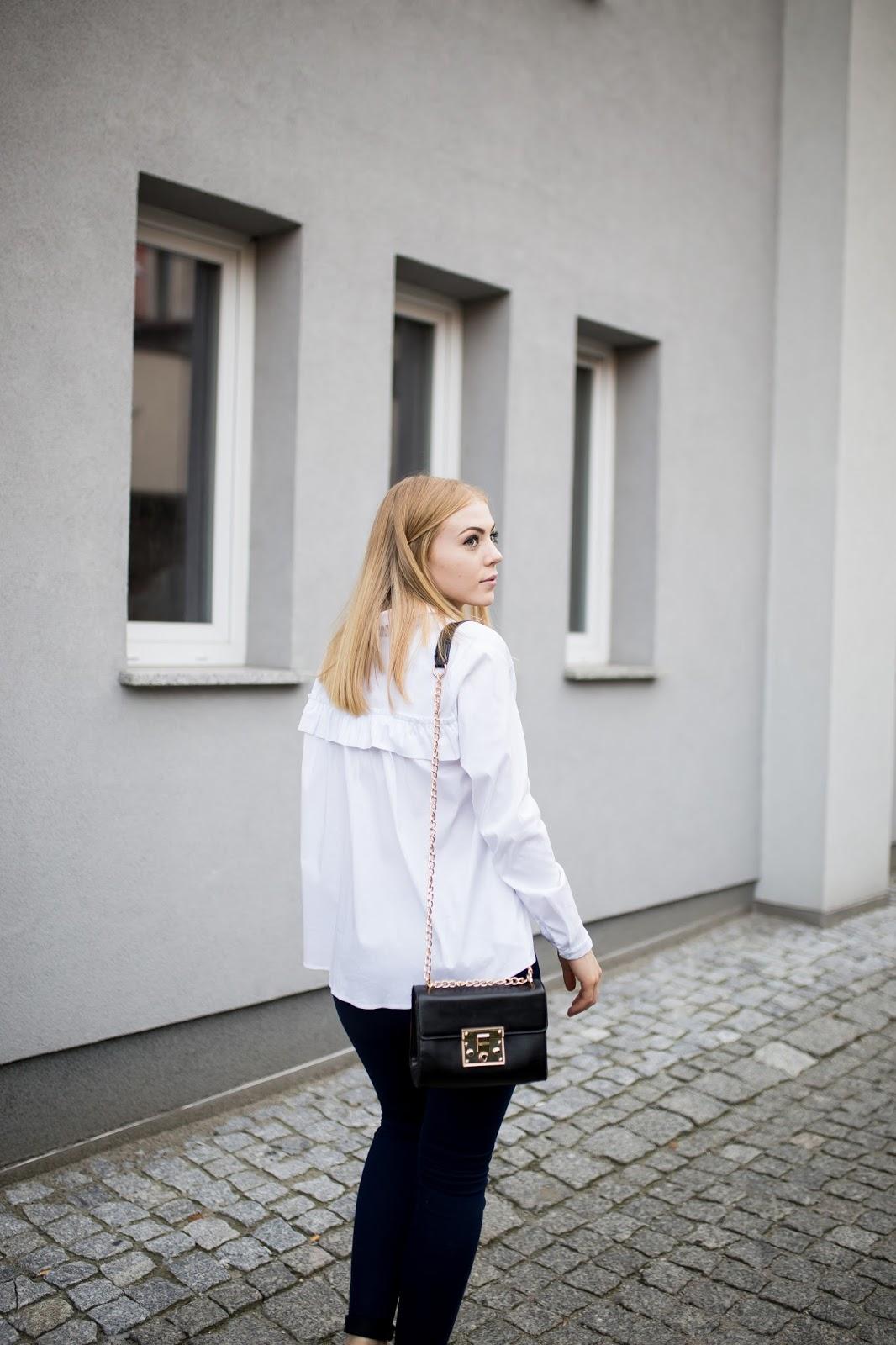 Stylizacja z białą koszulą