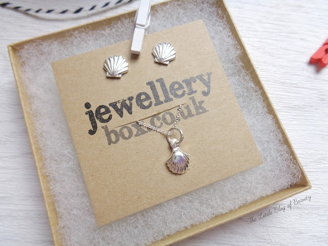 jewellerybox.co.uk Small Seashell stud earrings and Cute Seashell pendent