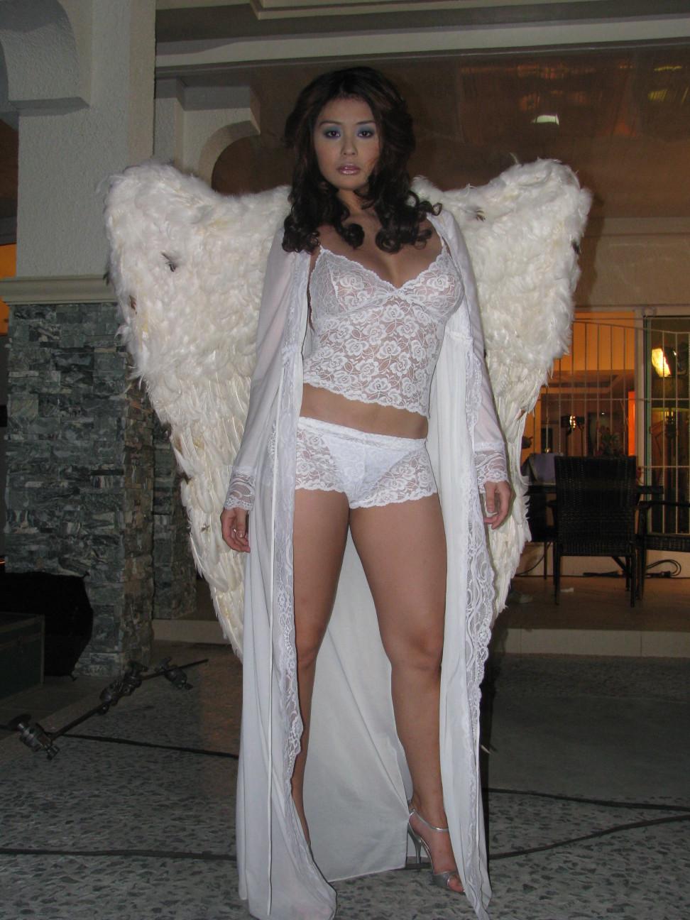iwa moto sexy fhm lingerie pics 02