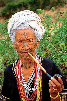 chin lady smoking