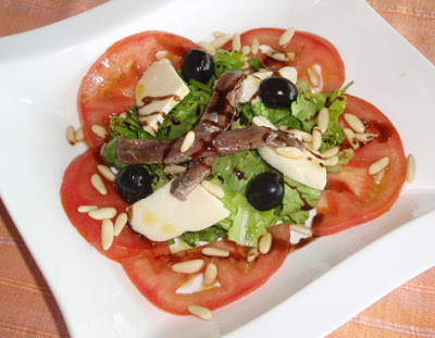 ensalada con anchoas y queso