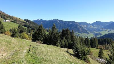Landschaft beim Hilferenpass auf 1300 m