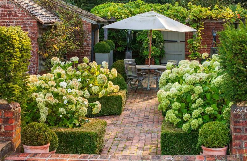 Patio terraza en un jard n de casa de campo inglesa - Ver jardines de casas ...