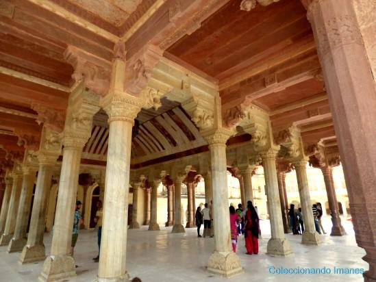 Sala de columnas del Fuerte Amber