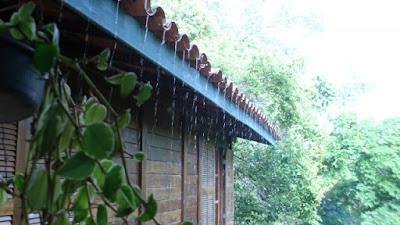 Resultado de imagem para chuva no telhado