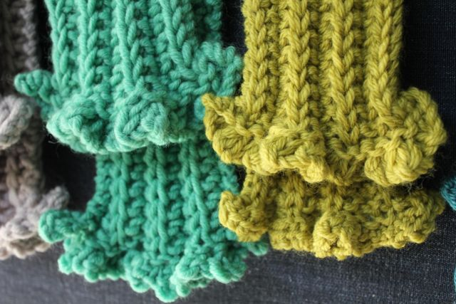 little woollie: Knitting Skinny Scarves.......