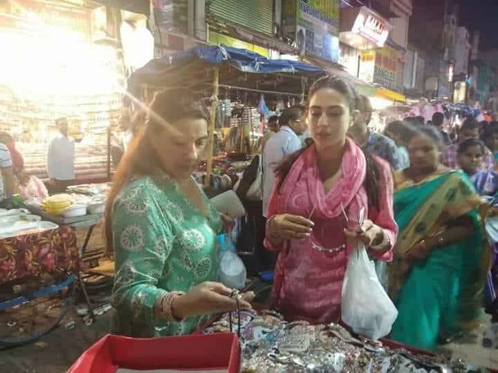 Sara+Ali+Khan%E2%80%99s+shopping+in+Hyderabad%27s+Laad+Bazaar%21.jpg