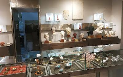 Ένα πωλητήριο - εκθετήριο στο Αρχαιολογικό Μουσείο