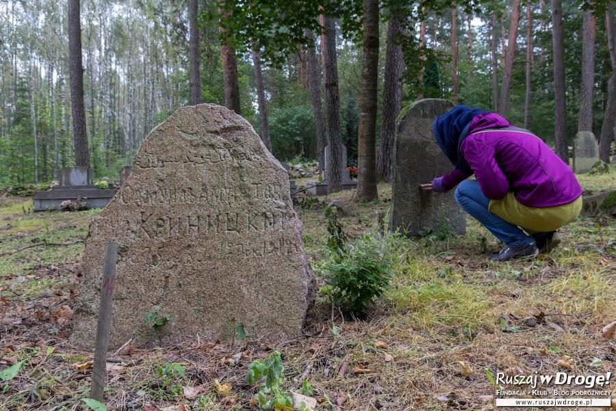 Zabytkowy cmentarz w Kruszynianach