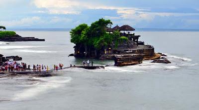 wisata pura tanah lot bali indonesia wisataarea.com