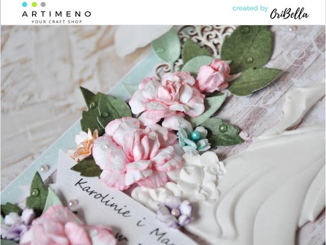 papierowe kwiaty na ślubnej kartce