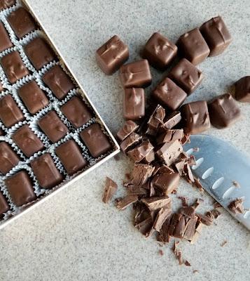 chopping Frango mint chocolates