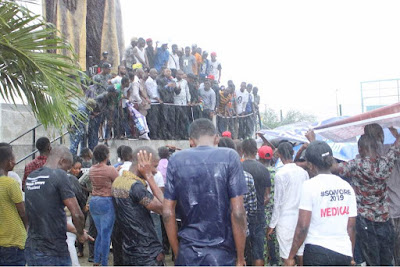 Crowd Defy Rain for Sowore?s #TakeItBack Movement