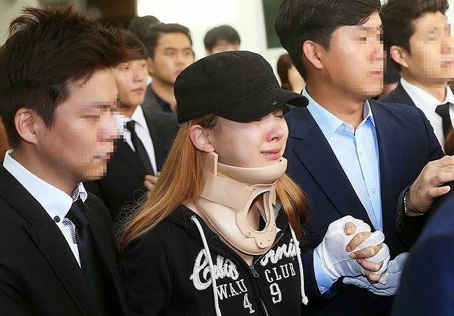 ShowbizAsiaUpdates: Ladies Codes EunB Emotional Funeral
