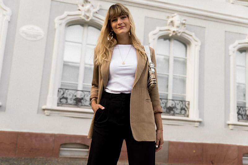 beige blazer outfit idea easy french girl style