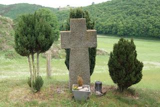Ein steinernes Wegekreuz