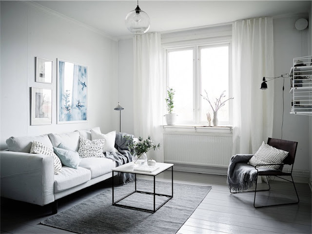 salon nordico con sofa blanco y silla de cuero chicanddeco