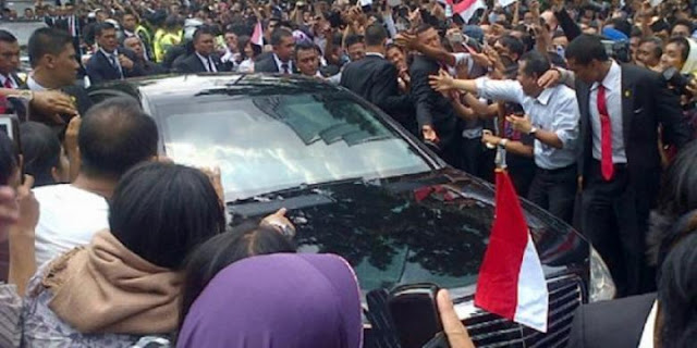 Ketika Mobil RI-1 Tiba-Tiba Melintas dan Kejutkan Warga di Gang Beji....