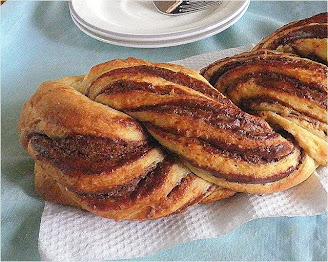 Braided Nutella Brioche Recipe @ http://treatntrick.blogspot.com
