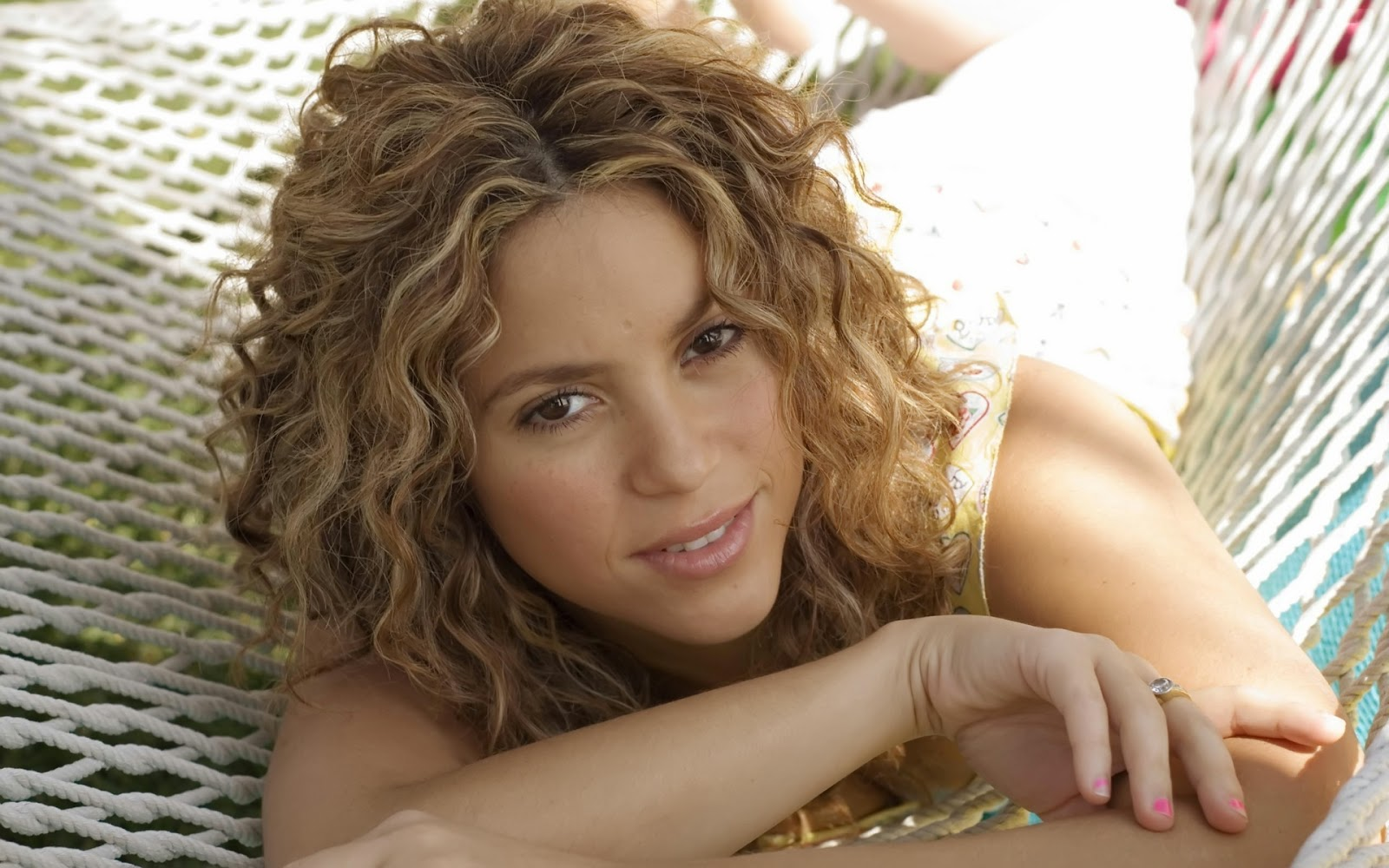 Cute Pics For Mobile Wallpapers Lovable Images Beautiful Shakira Hd Wallpapers Free