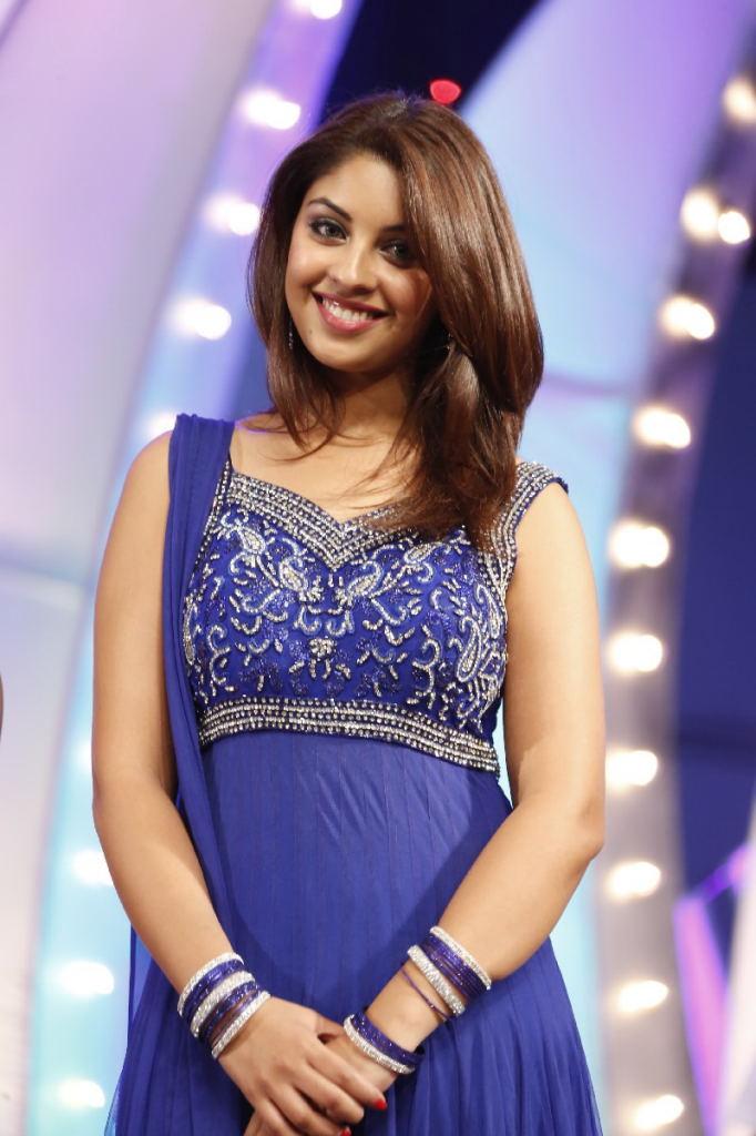 Fair and cute Richa gangopadhyaya and Charmi latest stills at tsr tv9 awards