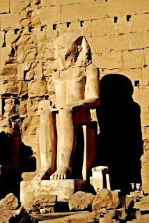 تمثال الملك أمنحتب الأول (جِسِر كا رع) بالكرنك