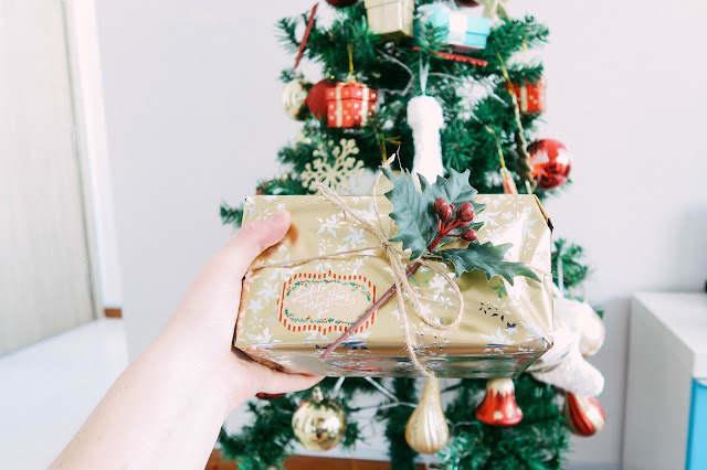 Fashion and Travel Blogger GlobalFashionGal (Brianna Degaston) decorates her Singapore apartment for Christmas and wraps presents under the Christmas tree.