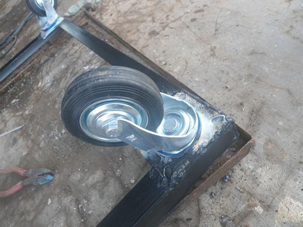 roda etalase aluminium