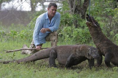 Steve Backshall e dragões de Komodo na Indonésia - Divulgação
