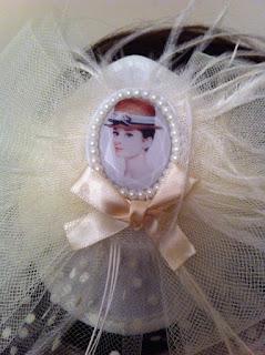 Audrey Hepburn ekru vualet nikah şapkası