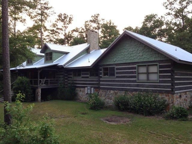 Hood Creek Log Cabin exterior