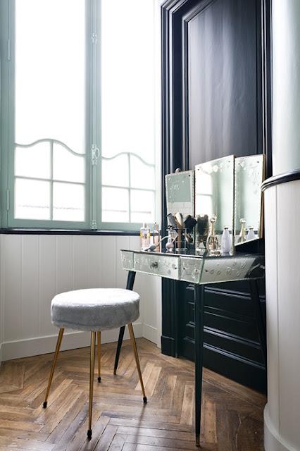 coiffeuse rétro en miroirs gravés d'enluminures belle époque