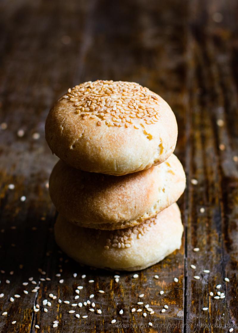 Panecillos de hamburguesas muy fáciles y sin amasar