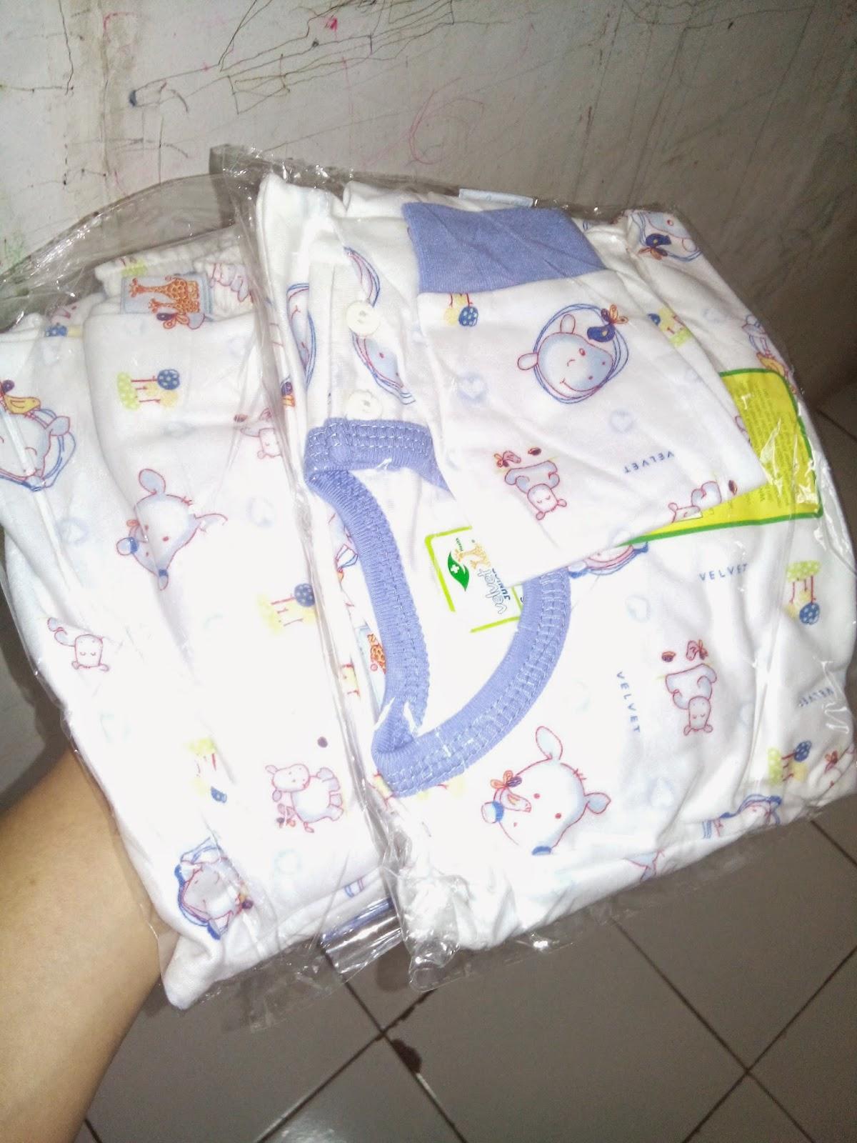 2 Pasang Baju Bayi