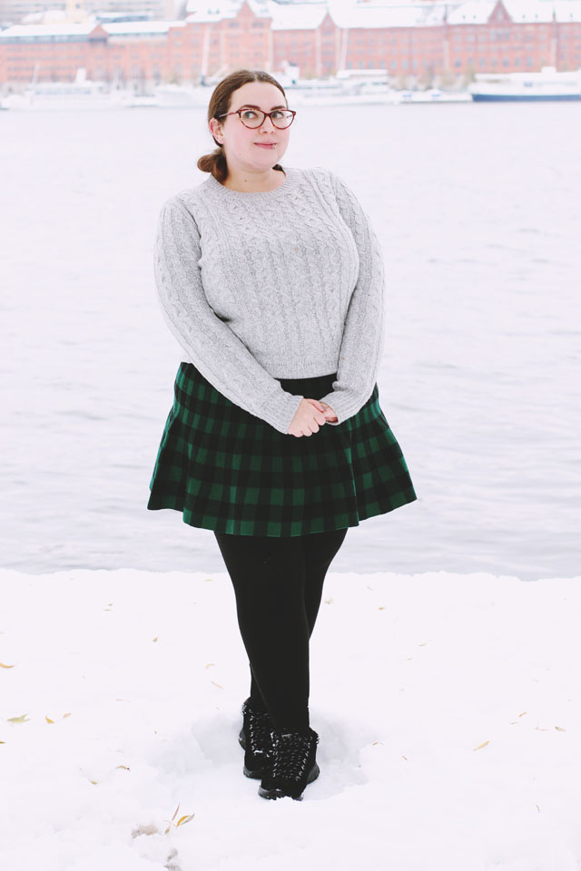 Plus size cable knit jumper sweater green checked tartan skirt