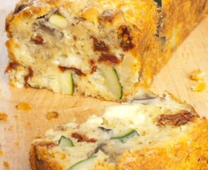 Gluten-free cake with mozzarella and sun-dried vegetables