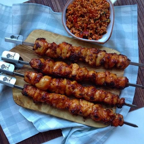 Hähnchenspieße mit Baconmarinade und Honig-Ketchup-Glasur vom Grill