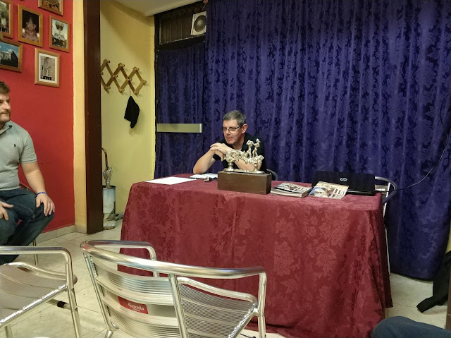 La primera conferencia impartida por D. Ángel Fco. Rivas