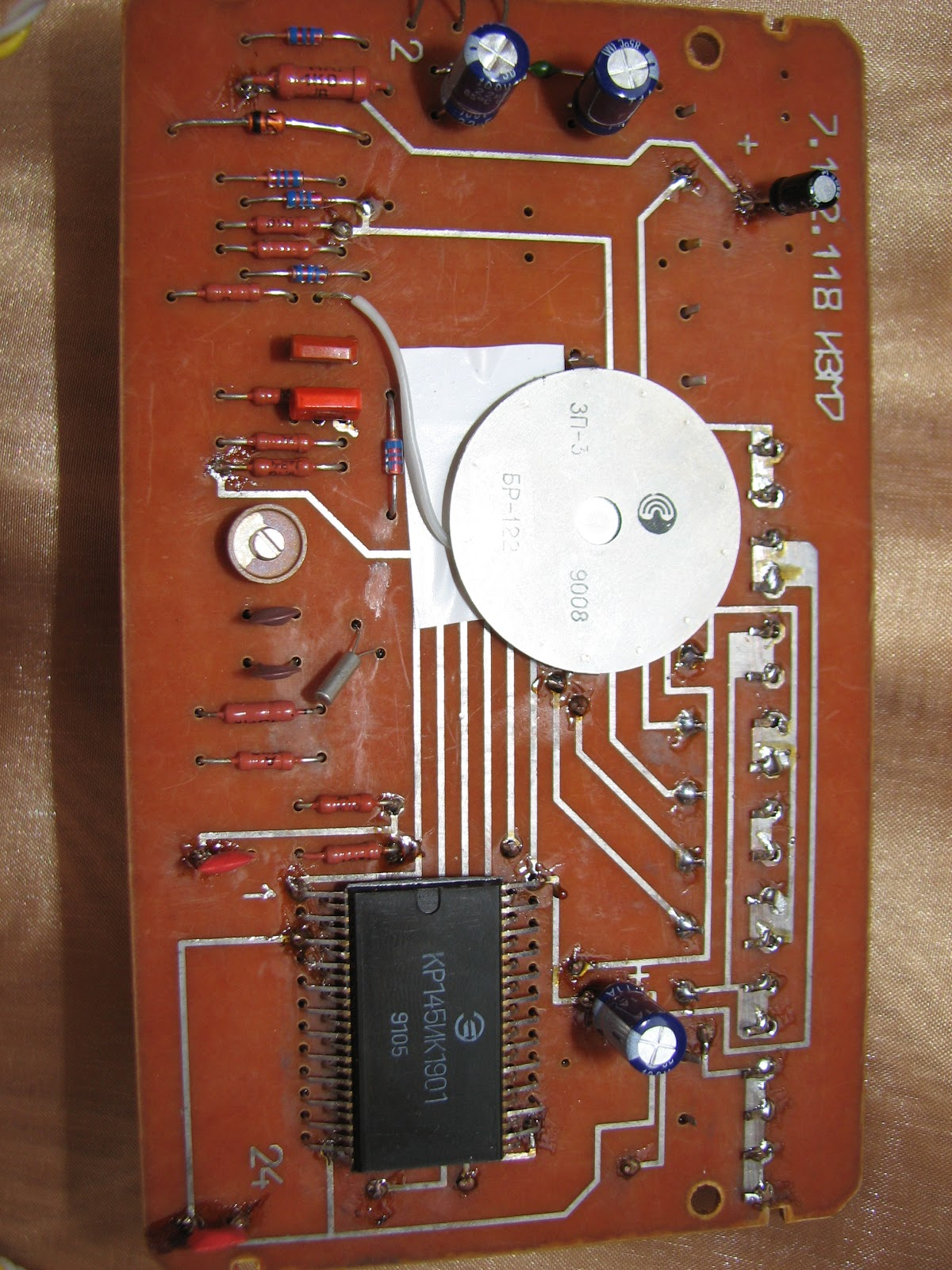 В них микросхема dd1 обеспечивает все необходимые сигналы для управления индикатором hg1.