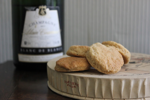 https://cuillereetsaladier.blogspot.com/2016/08/biscuits-au-champagne.html