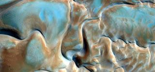 surrealismo abstracto sensual formas eróticas de la arena en áfrica