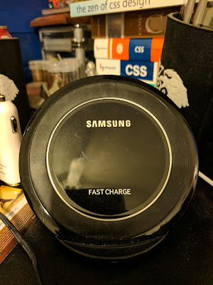 Samsung's Qi Fast Wireless Charging Transmitter Stand/Dock