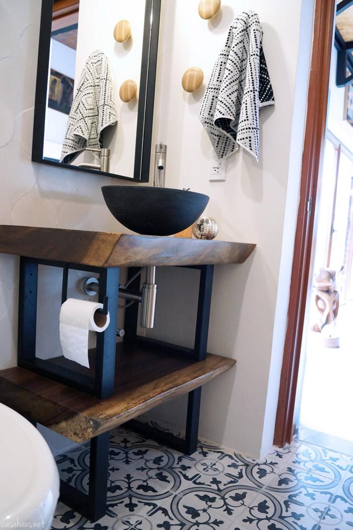 Antes y despu s un cuarto trastero convertido en ba o de for Habitacion decoracion industrial