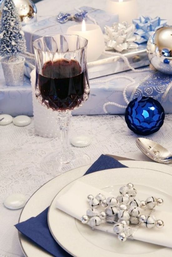 dark and light blue, white Christmas table decoration