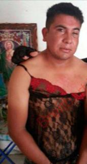 """Infante de SEMAR alias """"El Marino Loko"""" atrapa narcos y los viste con lencería"""