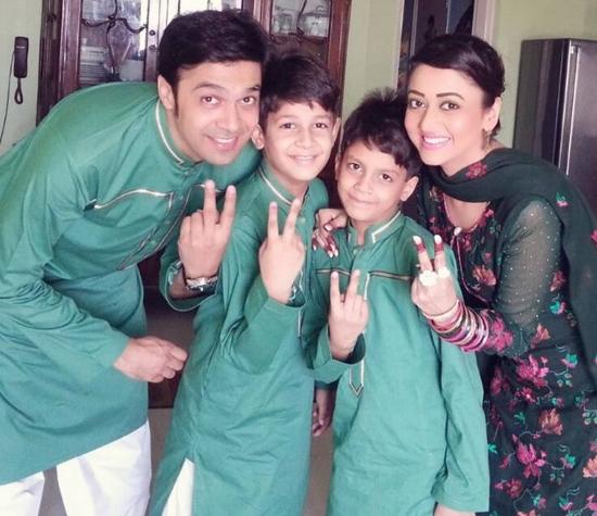 Umair Laghari and Sadaf Umair with their kids