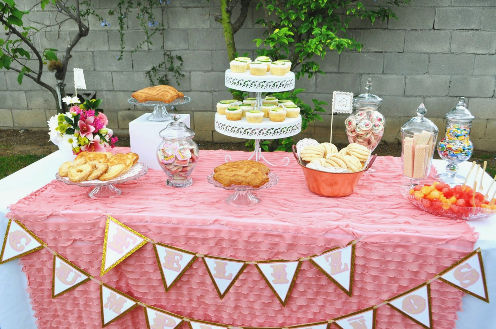 35 Memorable 80th Birthday Party Ideas | Table Decorating ...