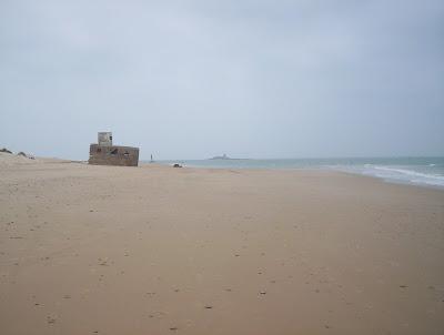 Playa de Camposoto, San Fernando, si llegas al final de la carretera, encuentras una senda para llegar a la Punta del Boquerón