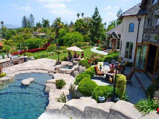 jardin con piscina natural