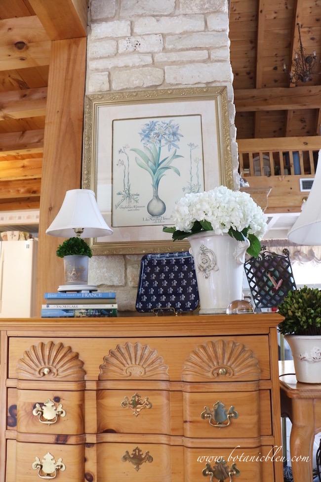 pine-chest-french-design-flower-pot-white-hydrangeas-fleur-de-lis